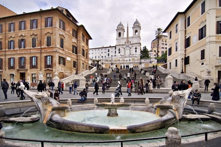 نافورة القارب في روما - ايطاليا
