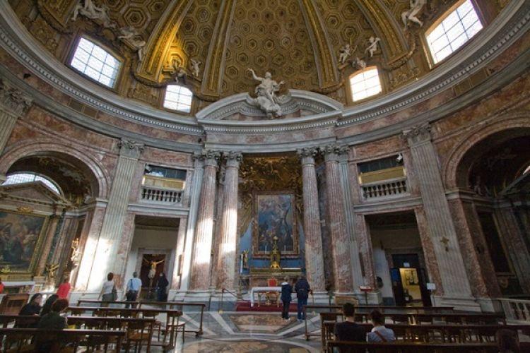 كنيسة سانتا أندريا من الداخل