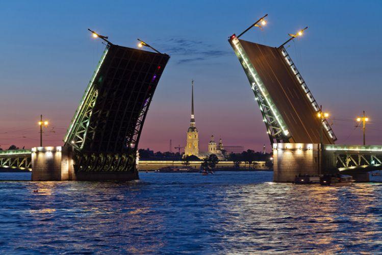 جسر قصر في سانت بطرسبرغ