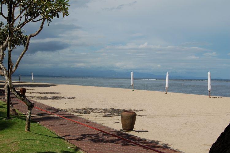 شاطئ سانورا