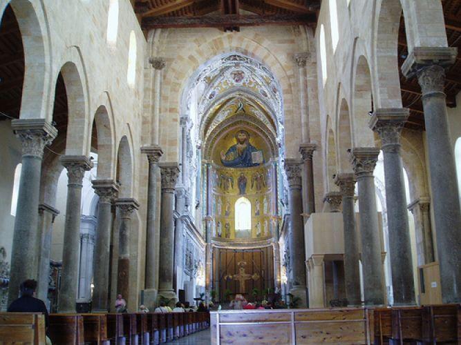 كاتدرائية سيفالو من الداخل في صقلية - إيطاليا