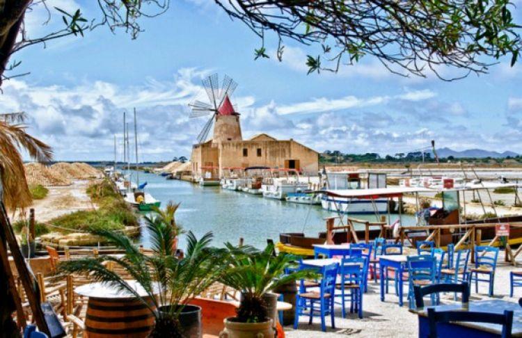 جزيرة سالينا في صقلية - إيطاليا