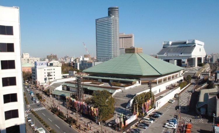 ملعب كوكوغيكان للسومو في طوكيو - اليابان
