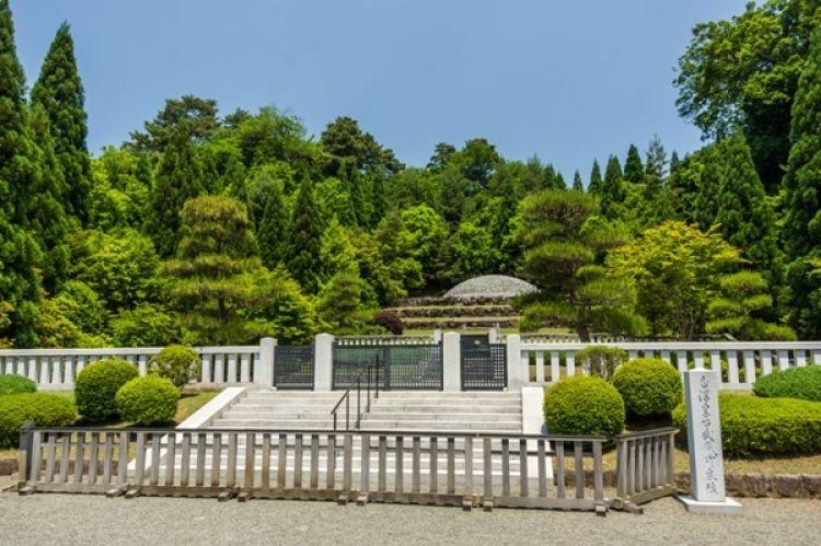 مقبرة موساشي الامبراطورية في طوكيو - اليابان