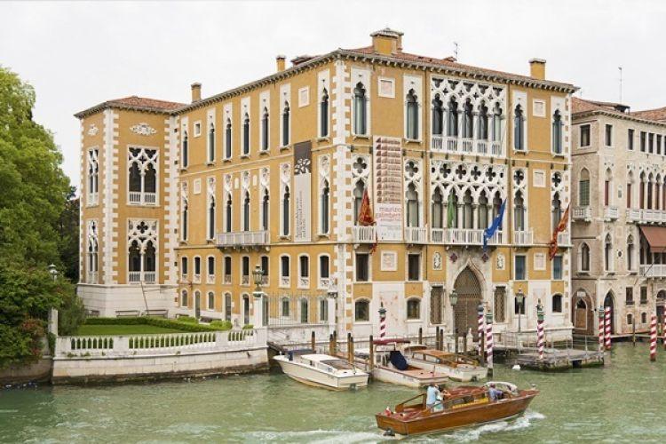 قصر كافالي فرانشيتي في فينسيا