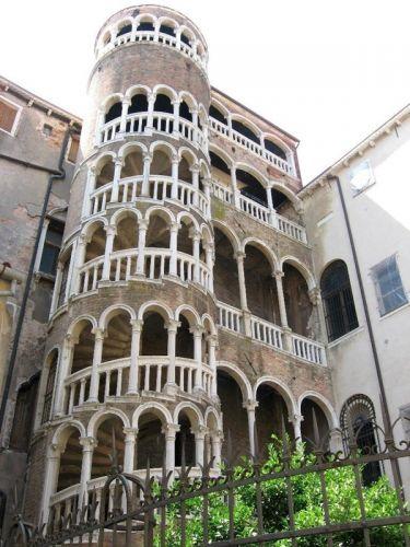 قصر بالازو ديل كونتاريني بوفولو