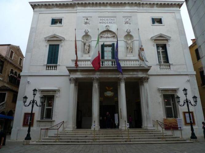 مسرح لافينيس في البندقية - ايطاليا