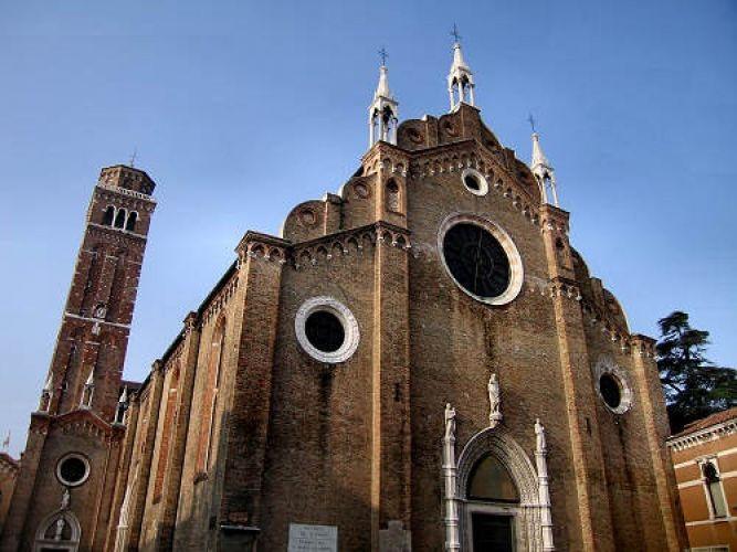 كنيسة سانتا ماريا جلوريوسا دي فراري في فينيسيا