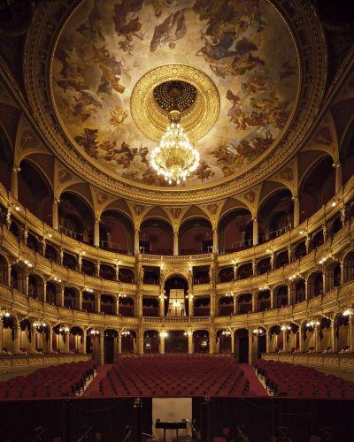 من داخل دار الأوبرا فيينا