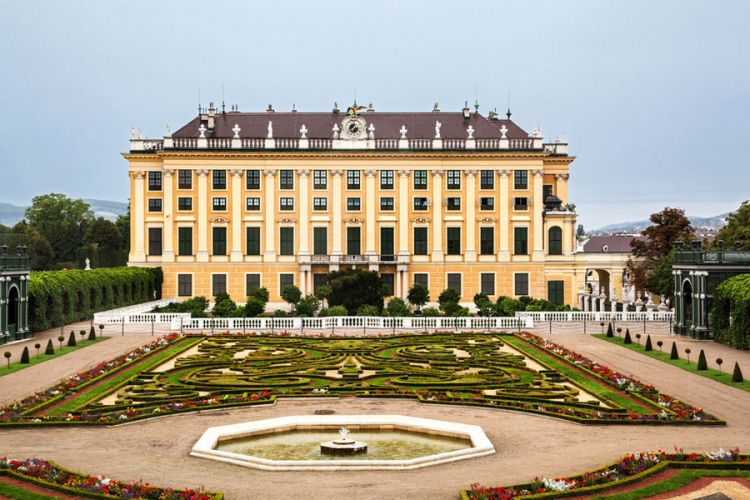 حديقة قصر الشونبرون في فيينا