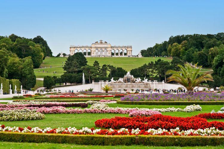 حديقة قصر الشونبرون في فيينا - النمسا