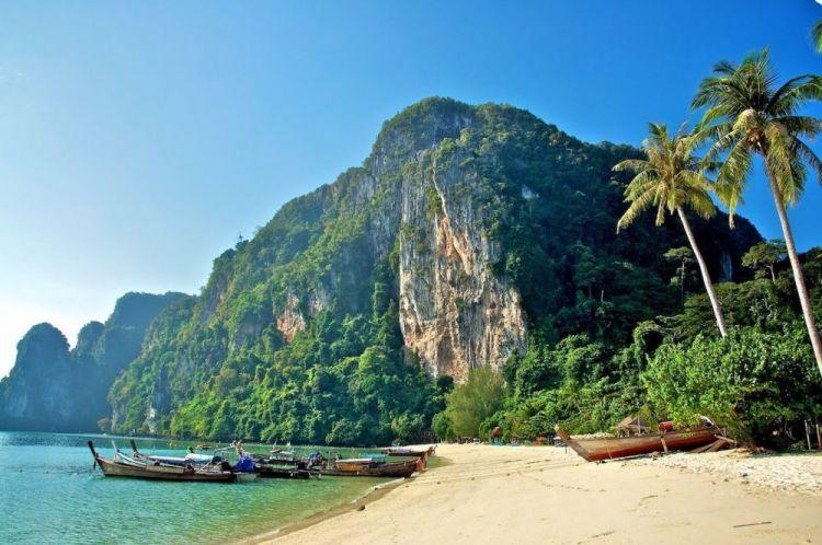 توفر الشواطئ فرص لهواة تسلق الصخور