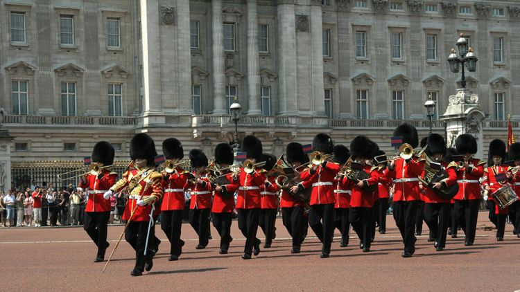 الحرس الملكي في قصر باكنغهام لندن