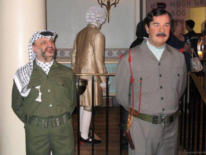 ياسر عرفات و صدام حسين في متحف الشمع مدام توسو لندن