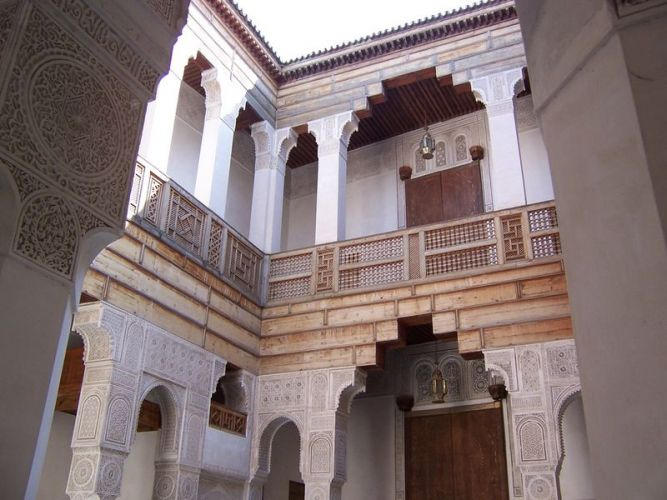مدرسة ابن يوسف تمتاز بتناسق عمارتها وروعة زخرفتها