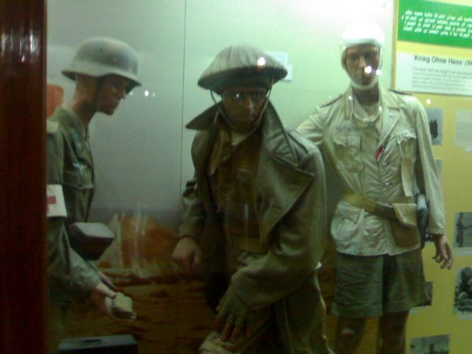 تماثيل لعساكر في متحف العلمين الحربي