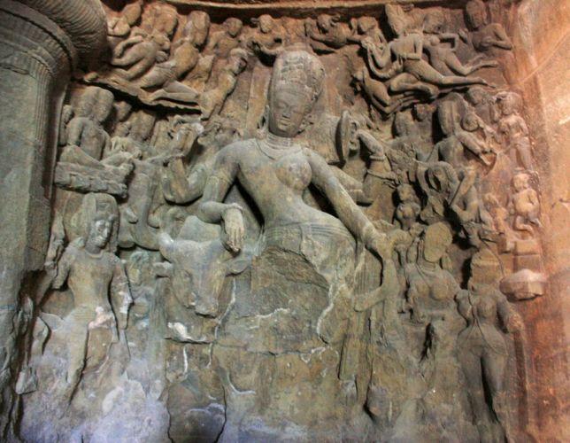 اشهر معالم الهند لكونها عبارة عن كهوف صناعية منحوتة في الصخر بدقة و احترافية