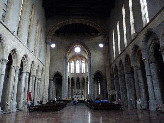 كنيسة القديس لورينزو من الداخل