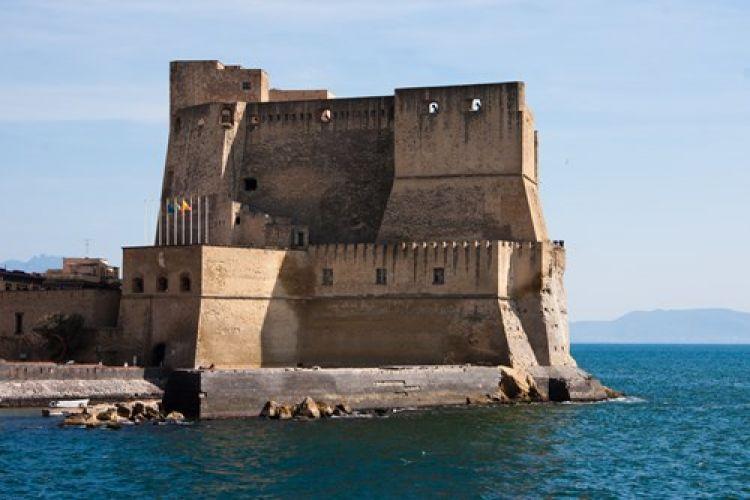 قلعة البيض في نابولي