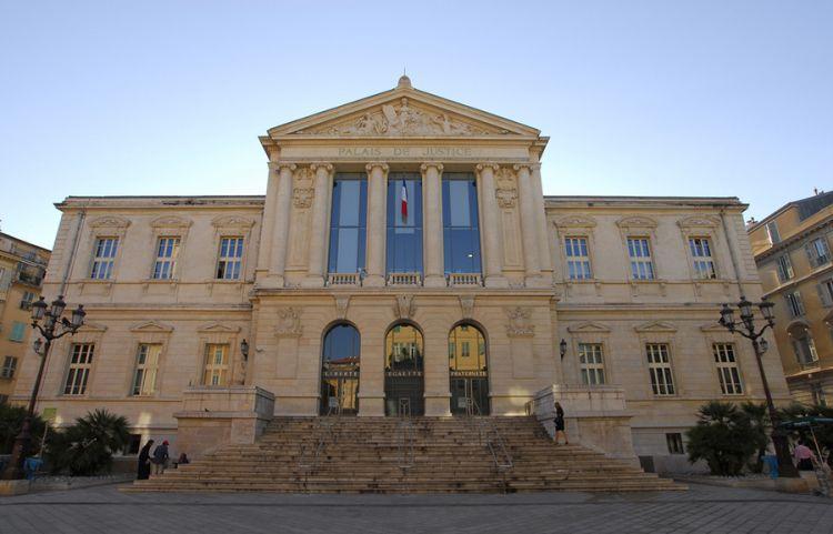 ميدان قصر العدل في نيس - فرنسا