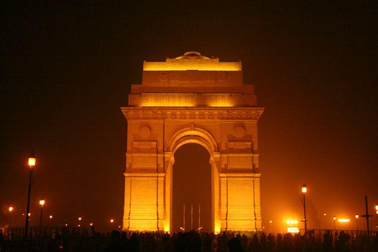 بوابة الهند بالليل