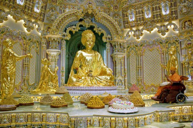 من داخل معبد سوامينارايان اكشاردام في نيودلهي - الهند
