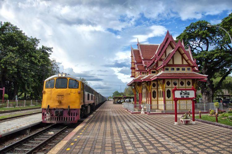محطة السكك الحديدية في هواهين - تايلاند