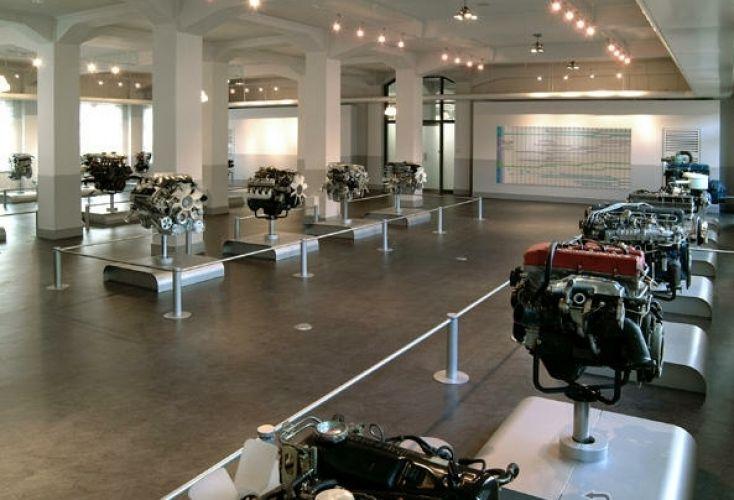 متحف محركات نيسان من الداخل