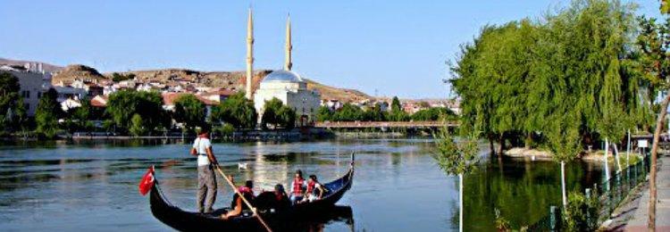 جولة القارب في النهر الأحمر