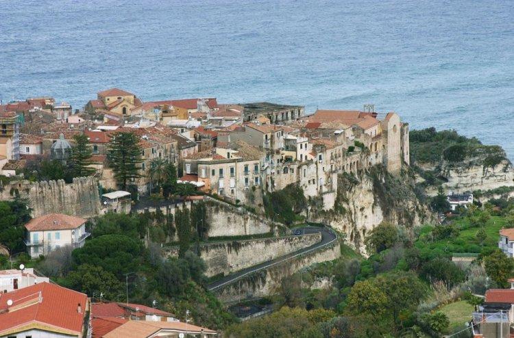 المدينة القديمة في تروبيا