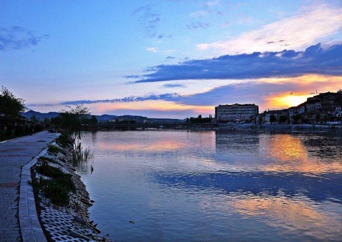 النهر الاحمر