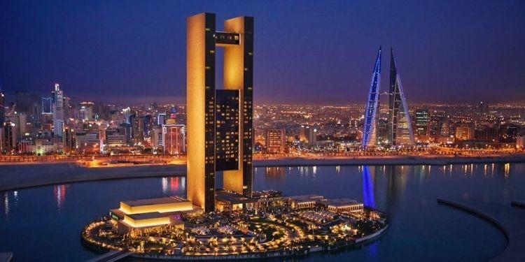 فندق عائم في الخليج العربي