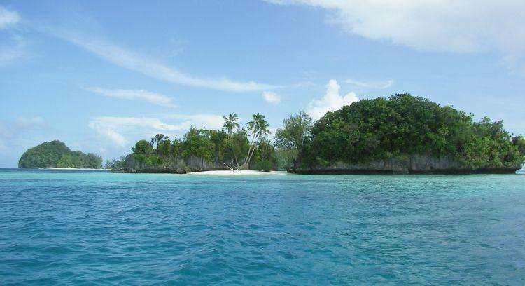 جزر الصخر جنوب البحيرة في بالاو