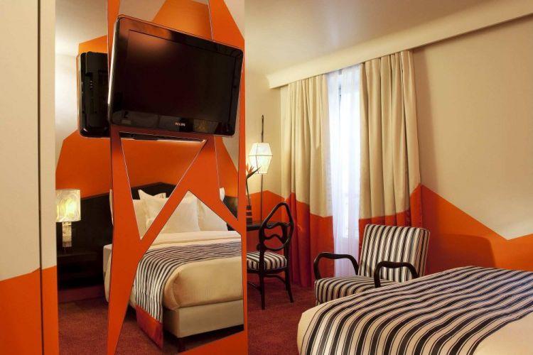 غرفة نوم بفندق كريستال شانزليزيه