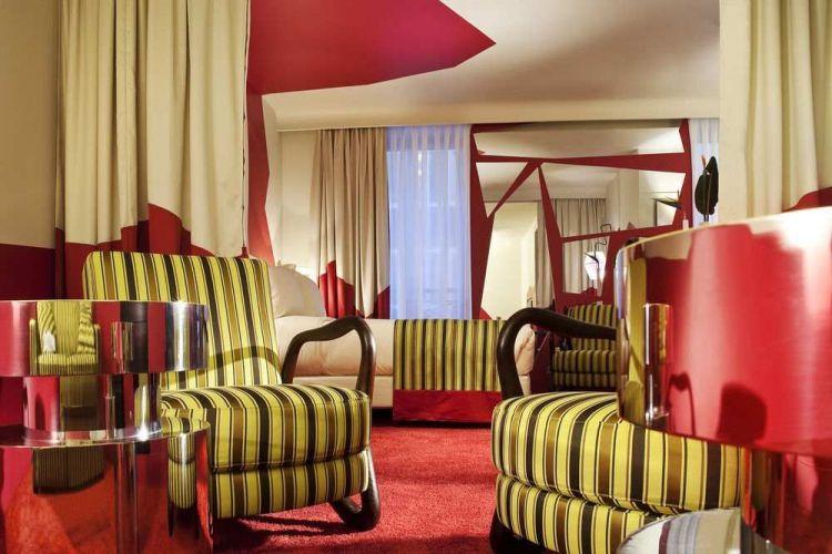 غرفة بفندق كريستال شانزليزيه