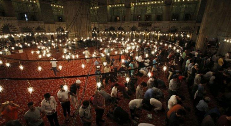 الترويح فى ساحة مسجد السلطان أحمد