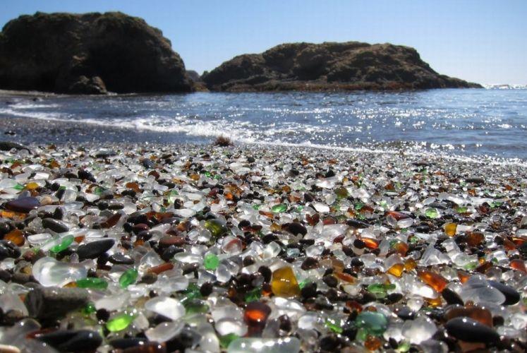 شاطئ الزجاج في كاليفورنيا