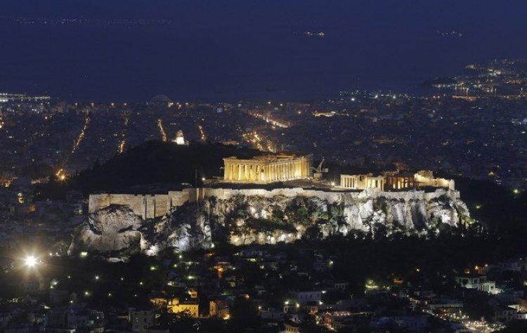 منظر عام لأثينا ومعبد بارثينون على رأس الجبل