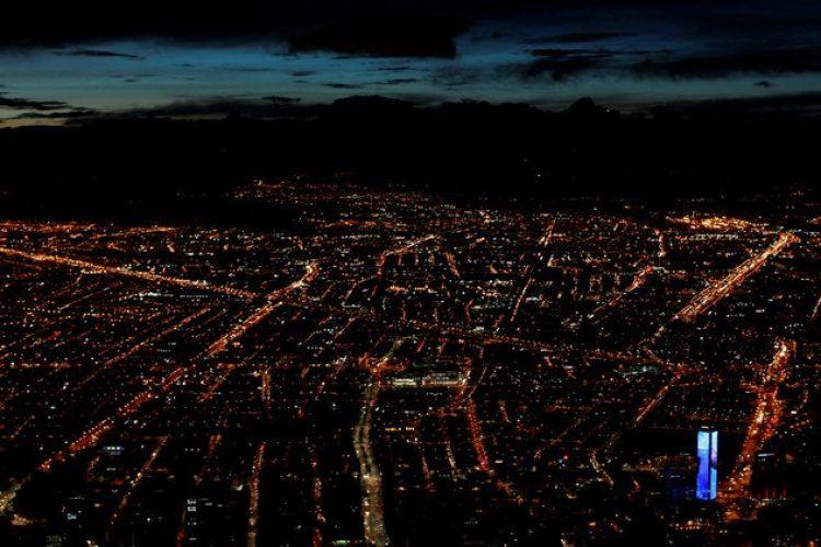 منظر عام لبوغوتا عاصمة كولومبيا من جبل في شرق المدينة