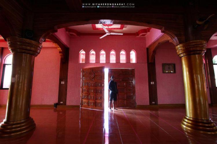 المسجد الوردي من الداخل