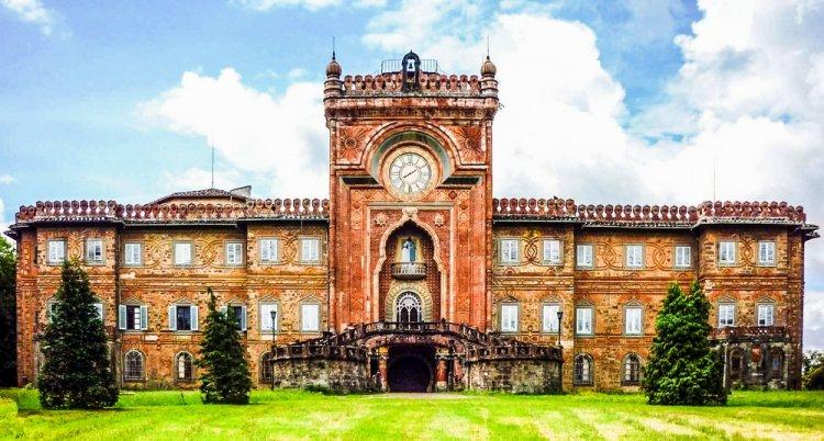 قلعة ساميزانو في توسكانا، إيطاليا