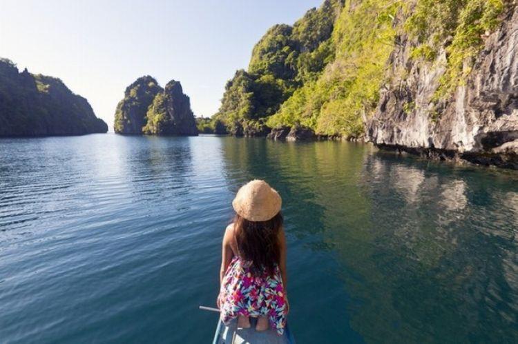 بحيرة جزيرة مينيلوك في الفلبين