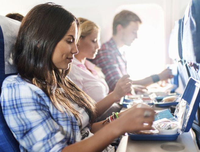 الوجبات الخفيفة في الطائرة