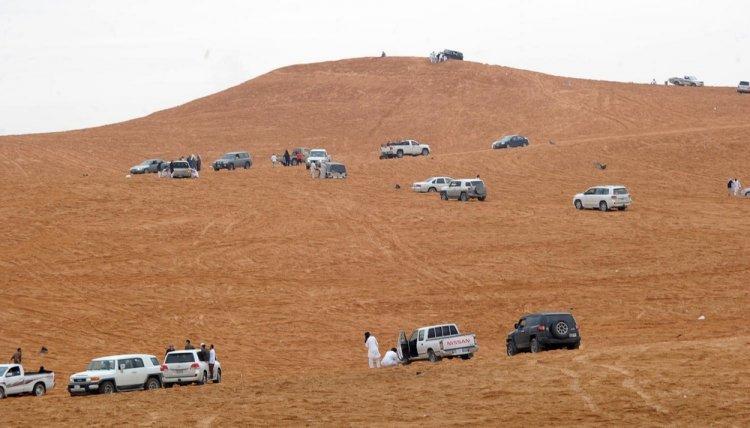 قيادة السيارات على الرمال