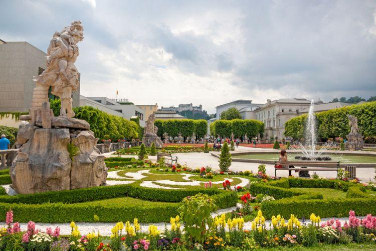 حديقة ميرابيل في سالزبورغ النمسا