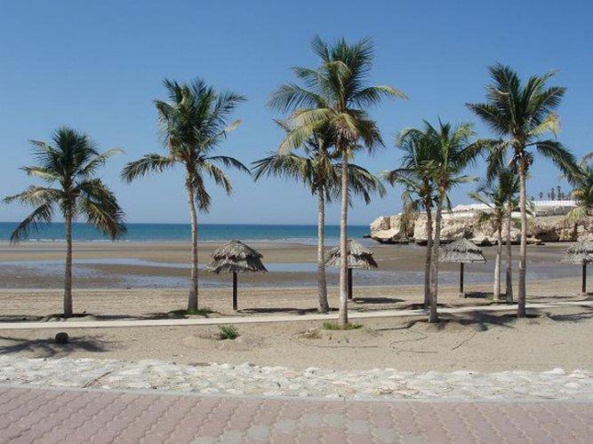 شاطئ القرم في مسقط بسلطنة عمان