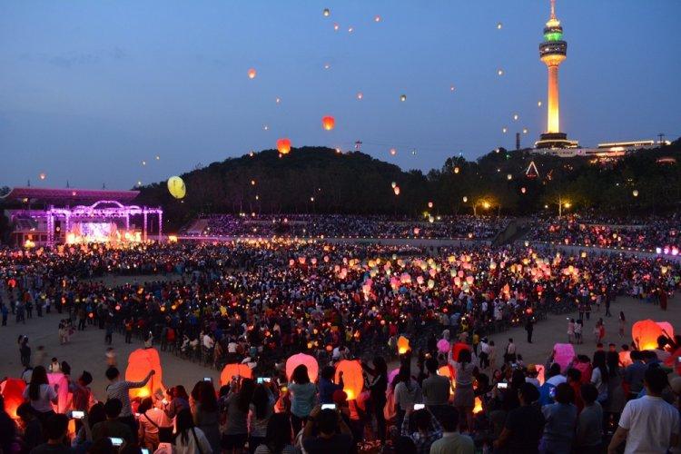مهرجان مصابيح اللوتس