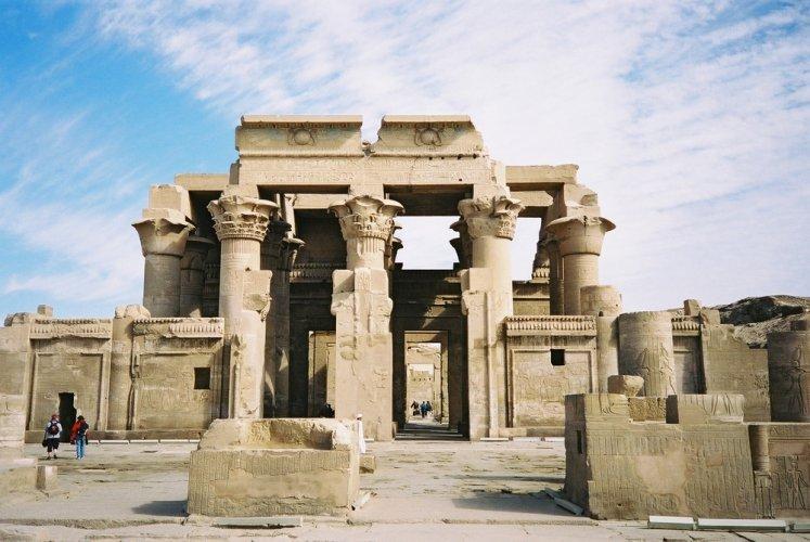 المعابد الفرعونية في مصر
