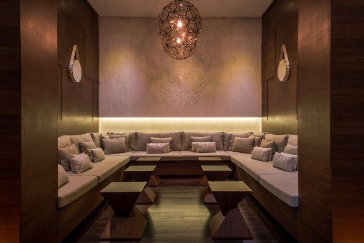 انتركونتيننتال دبي مارينا يمتاز بديكوراته وتصميمه الفاخر إلى جانب الإطلالات البانورامية الرائعة