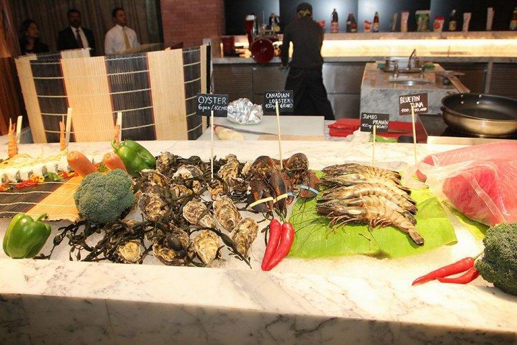 مطعم دي أكس بي جريل فندق ملينيوم المطار دبي
